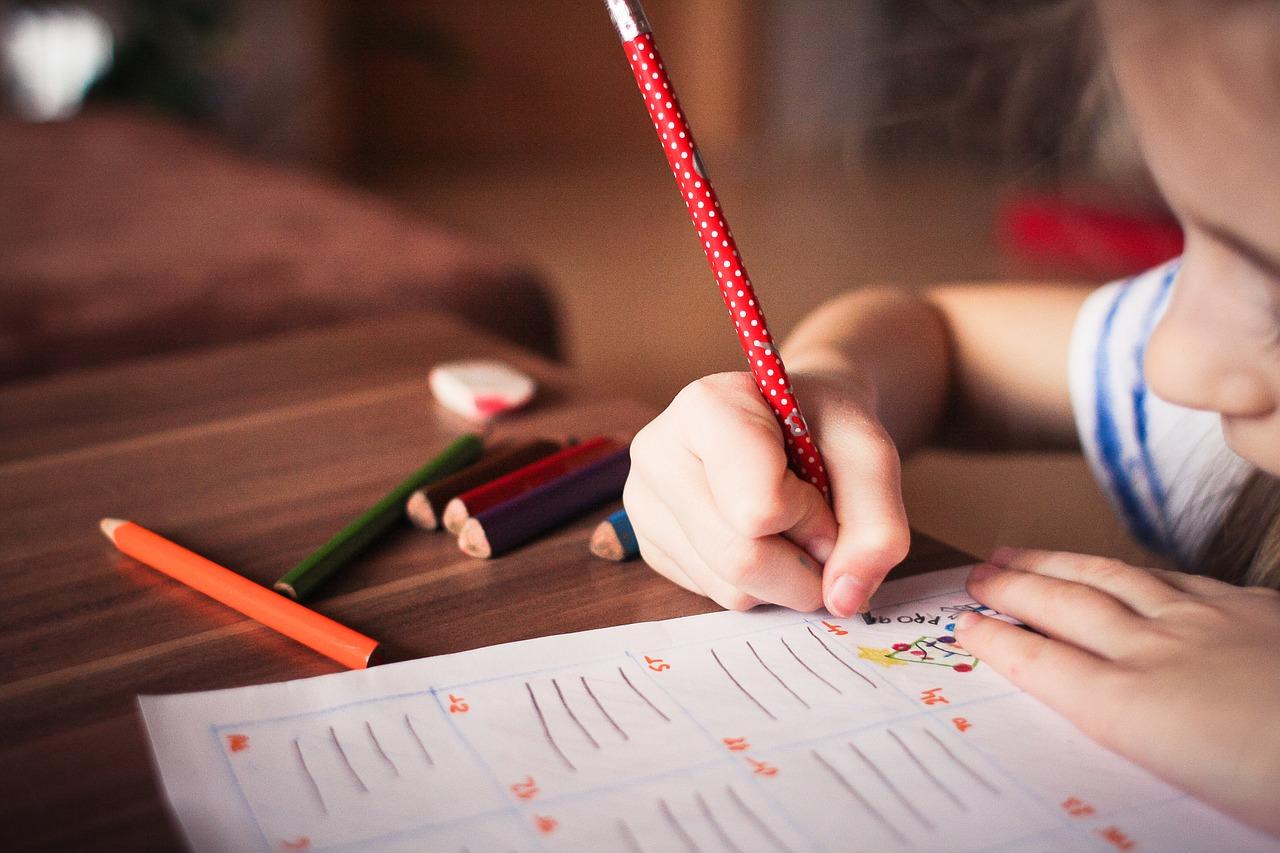 子どもが授業中にそわそわ落ち着かない。低学年に多いそわそわ型の治し方